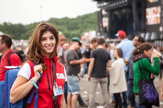 Rode Kruis vrijwilliger op Pinkpop