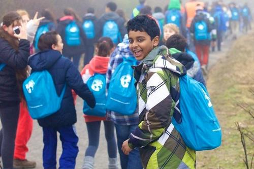 Leerlingen wandelen voor water in Nederland